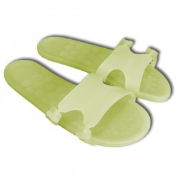 9 Slippers For Pool In...